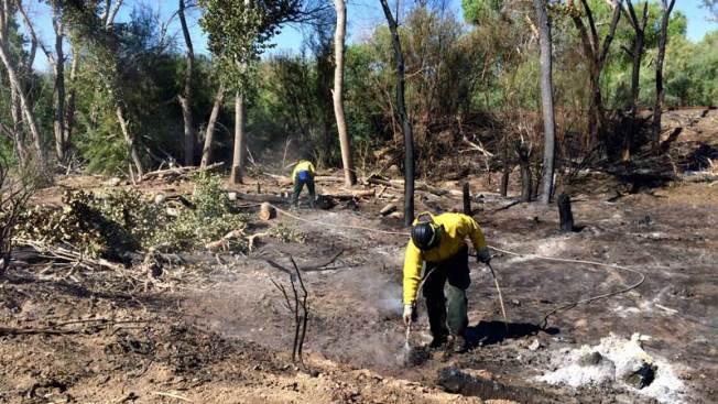 Continúa alerta por voraz incendio en Kearny