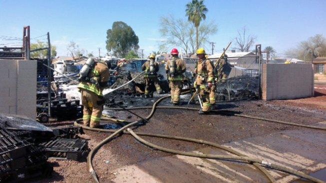 Negocio queda destruido tras fuerte incendio