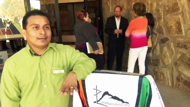 Inmigrante sale de santuario en Phoenix