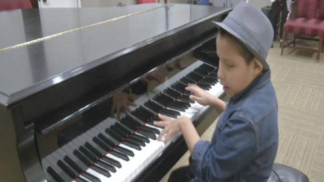 Niño invidente tocará en honor al Papa Francisco