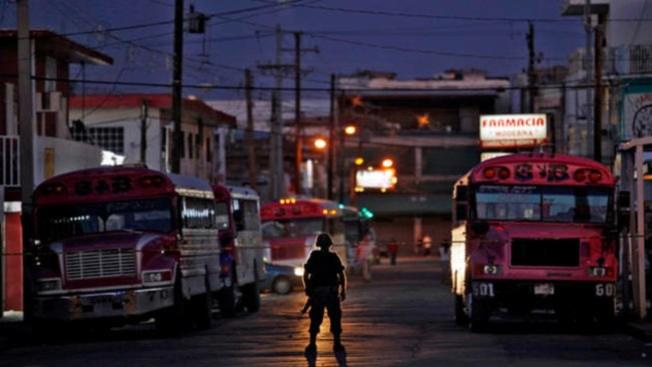 AMLO acuerda reducir impuestos en la frontera