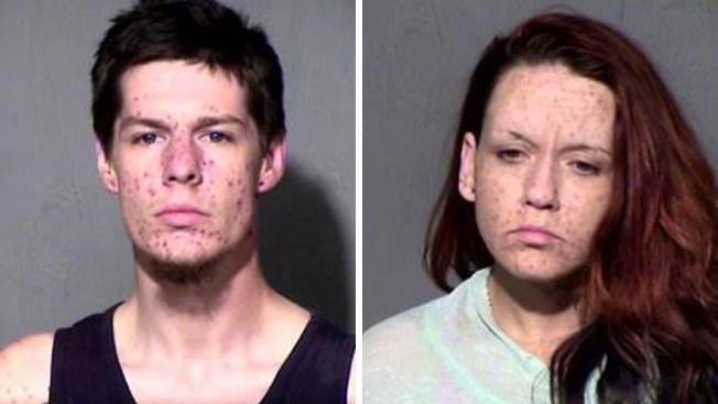 Acusados de usar drogas en presencia de su hija