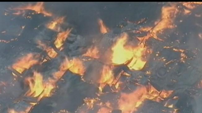 Incendio destruye depósitos en Nueva Jersey