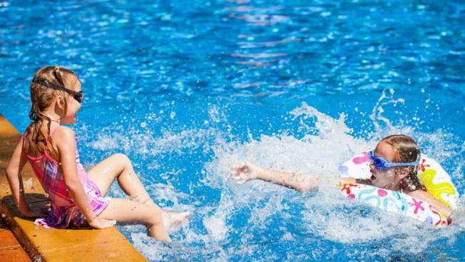 Ofrecen entrada gratis en piscinas de Phoenix