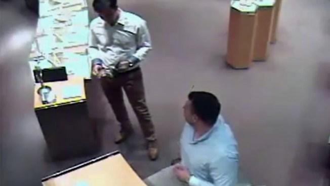 Buscados por la policía tras usar tarjeta robada