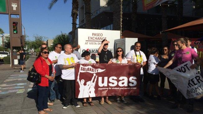 Trabajadores protestan, piden incremento de salarios
