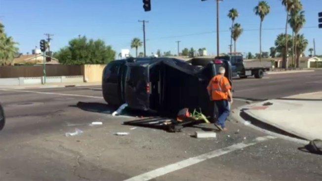 Rescatan a hombre tras aparatoso accidente