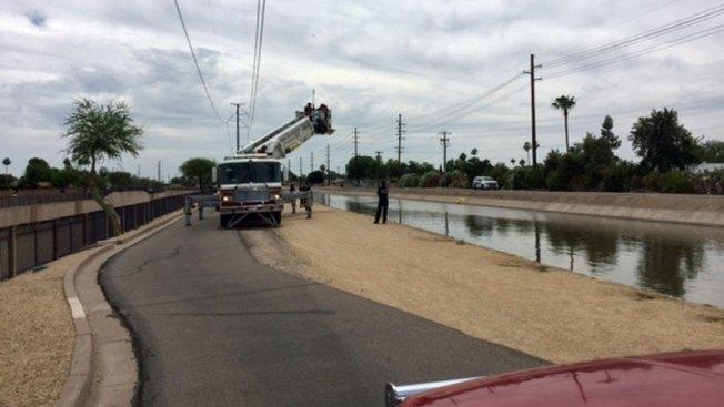 Hombre se salva de morir ahogado en Phoenix