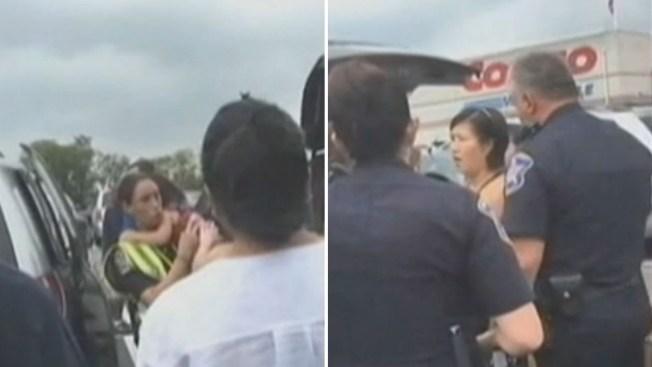 En video rescate de niña encerrada en carro