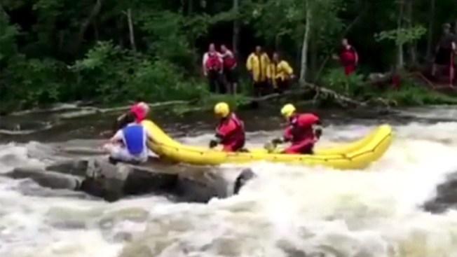 Dramático rescate en un río caudaloso