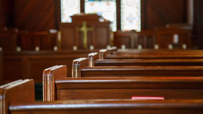 Indocumentada encinta sale de refugio en iglesia