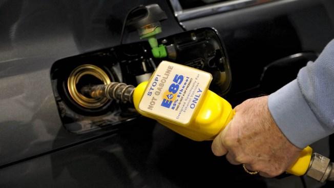 Trump elimina restricción a gasolina con 15% de etanol