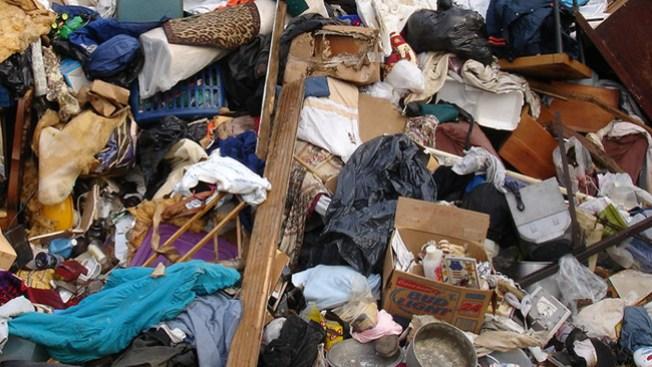 Cansados de vivir entre la basura