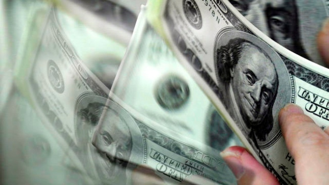 15 mil dólares ofrece banco