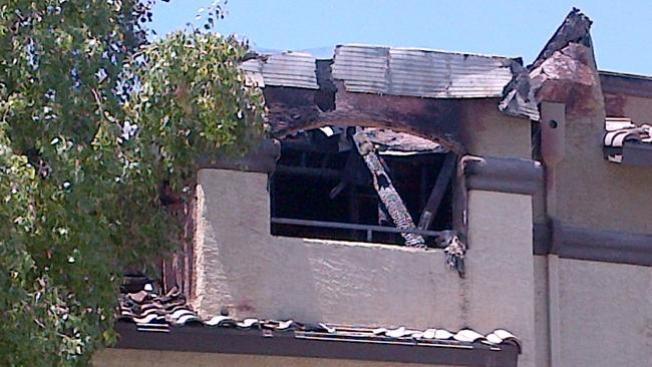 Incendio deja a decenas sin hogar
