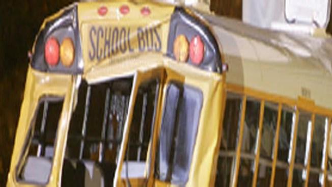 Accidente de bus escolar deja dos heridos