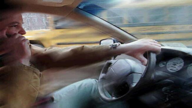 Adolescentes tras el volante