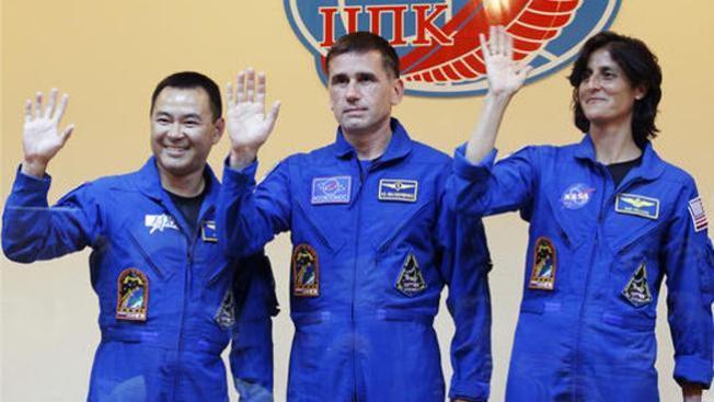Tres astronautas tocan tierra