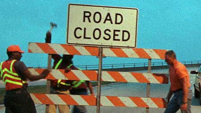 Cierran carreteras