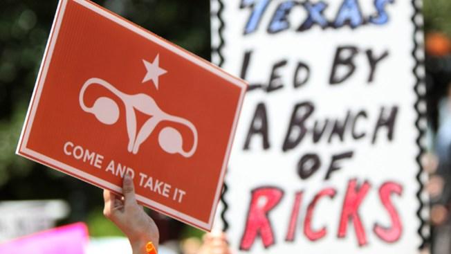 Juez rechaza restricciones al aborto