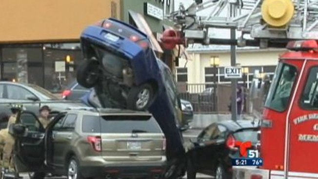 Extraño accidente provoca caos vial