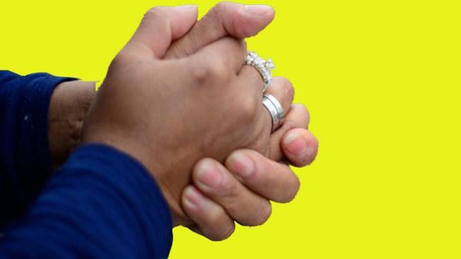 Acusan a mujer por fraude de anillos