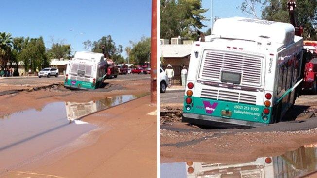 Fuga de agua causa estragos en Tempe
