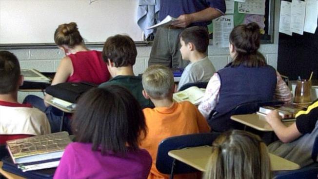 Buscan censurar el vocabulario de maestros