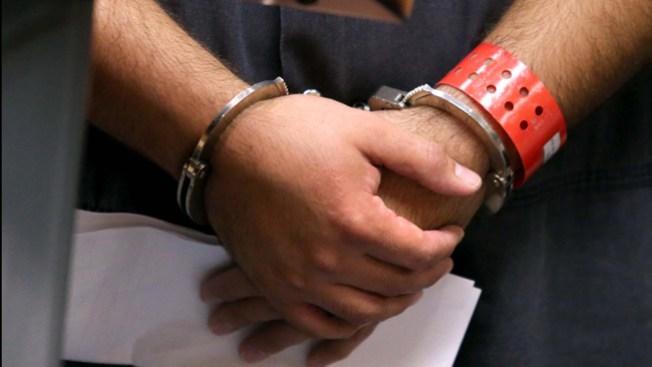Arrestan a cubanos por terrorismo