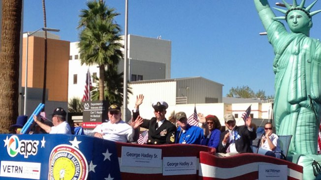 Celebran con desfile a Veteranos
