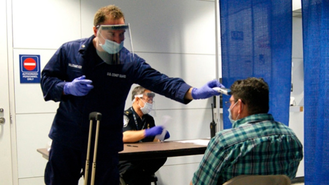 Ébola: aumenta chequeo de viajeros