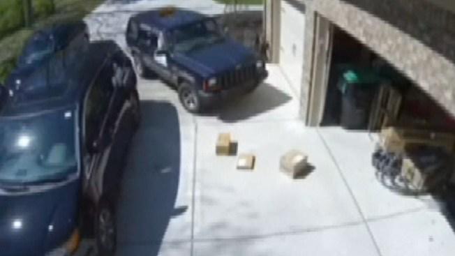 La insólita entrega de paquetes en video