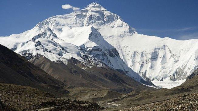Tragedia en Everest: alud se traga a 12