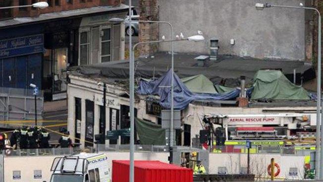 Helicóptero se estrella contra un pub
