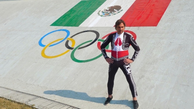 Esquiador mexicano se viste de charro