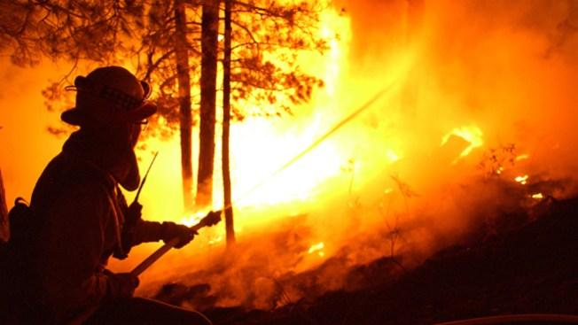 Atacan incendio en montañas Huachuca