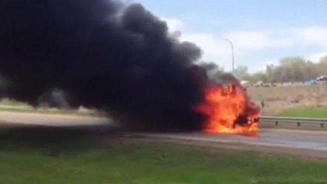 Bus escolar en llamas roza la tragedia