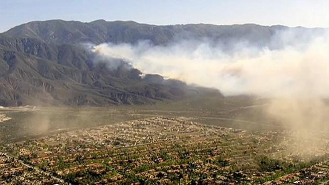Alerta viva por incendio en California