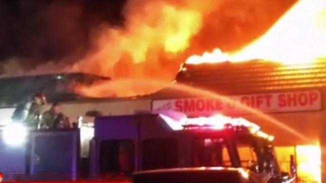 Incendio causa estragos en negocios