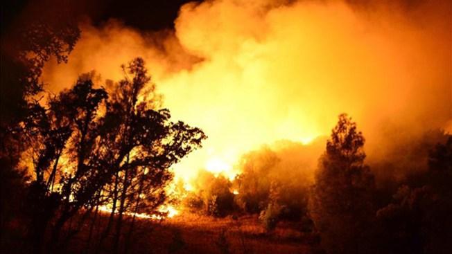 CA: Más de mil evacuados por incendios