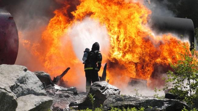 """Mujer """"lucha"""" con el fuego"""