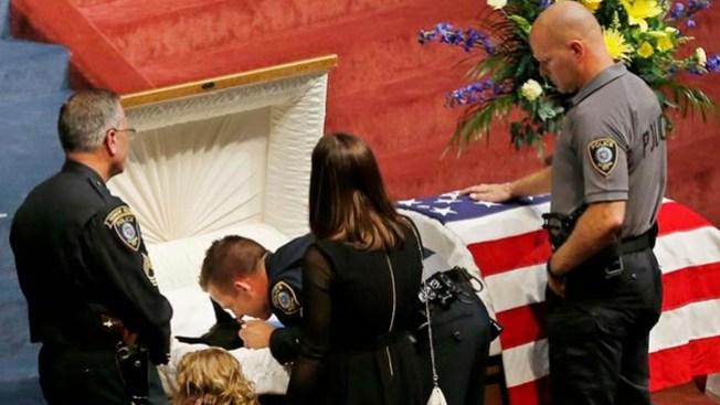 Perro policía recibe funeral con honores