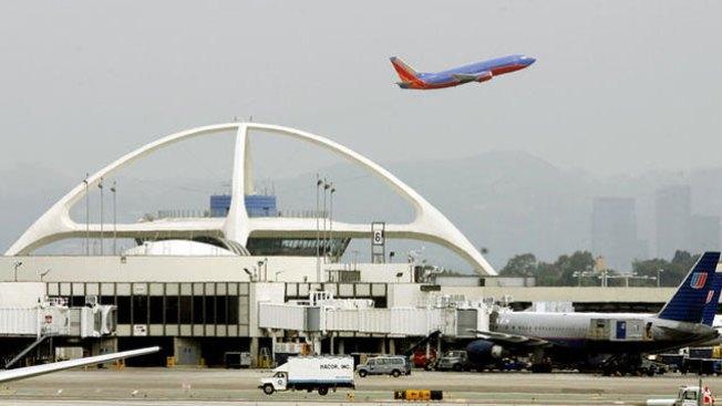 Detenido por explosiones en aeropuerto