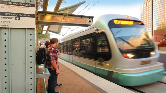 Tren ligero arrolla mujer en Phoenix
