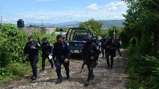 México: Buscan estudiantes en fosas