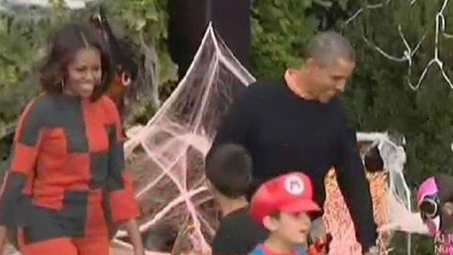 Obama celebra Halloween sin disfraz
