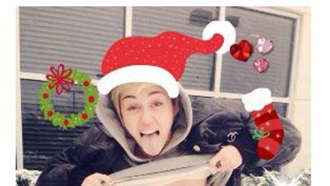 El topless navideño de Miley Cyrus