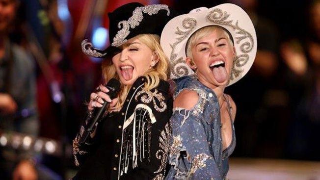 El sexy beso de Madonna a Miley Cyrus