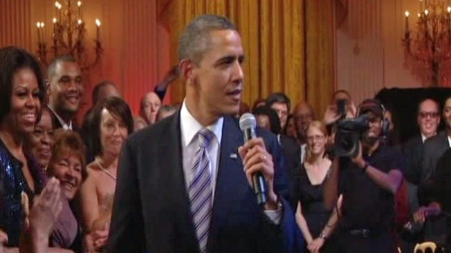 Obama impresiona cantando el blues
