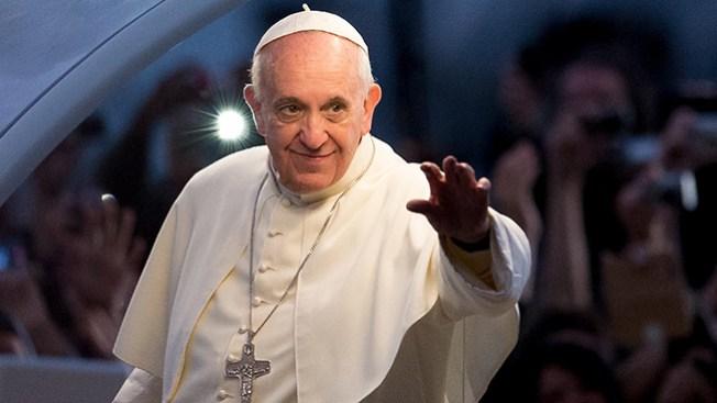Papa lamenta obsesión católica con gays